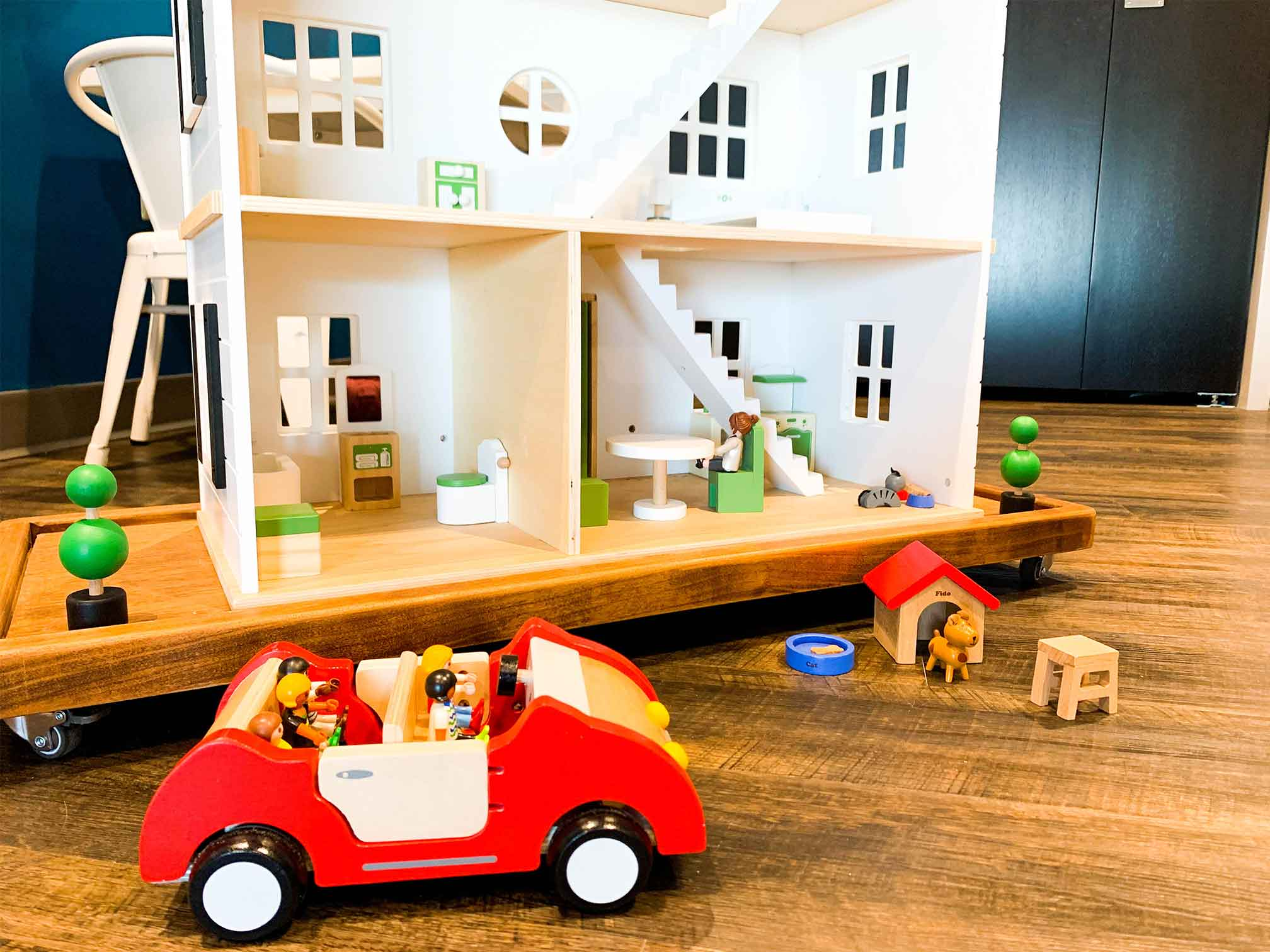 Close up photo of playhouse and car with dog house and little people for child counseling and therapy. Your child can get help in play therapy in Ohio and Indiana for child counseling with ThrivePointe child therapists
